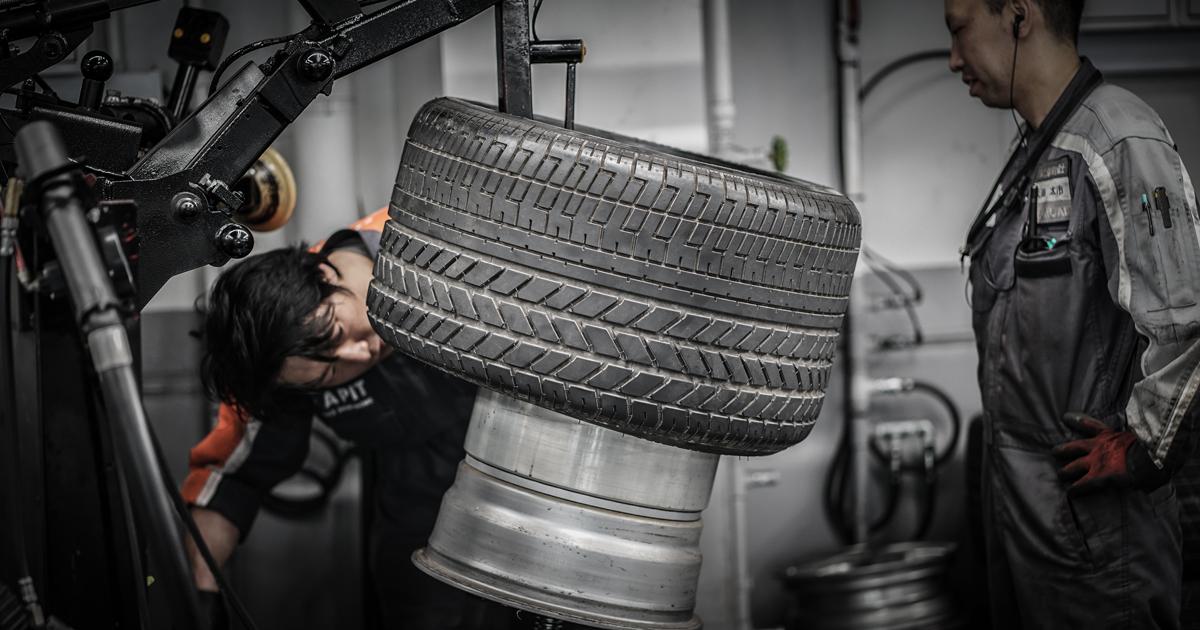 「ケーニッヒベンツは真っすぐ走らない!」は常識!?。タイヤ交換でどう変わる?